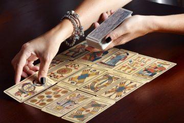 How To Use Your Daily Facade Tarot